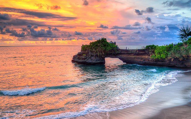 pura tanah lot temple sunset