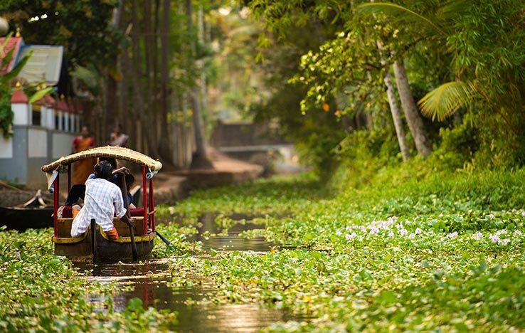canoe sailing kerala